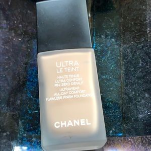 Chanel Foundation 10 Ultra Le Teint